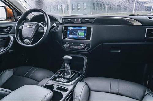 倒车视频影像,主/副驾驶座椅电动调节等安全,便捷,舒适配置,大众途观