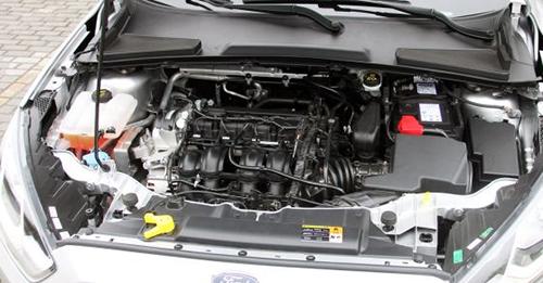 与这款发动机相匹配的是selectshift 6速手自一体变速箱和一台5速手动