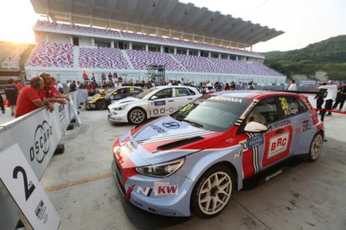 现代高性能赛车i30 N TCR荣膺WTCR中国揭幕站冠军